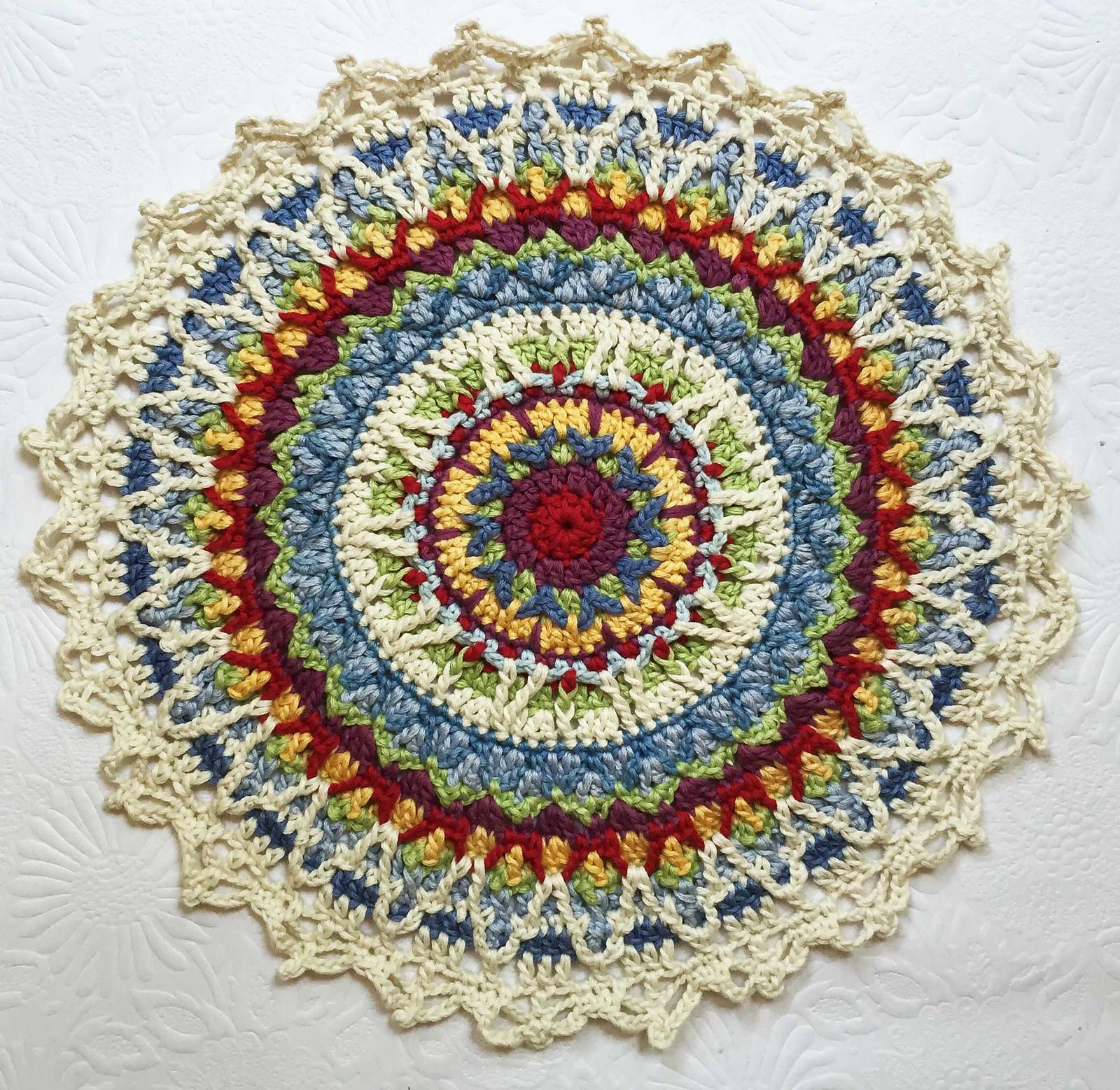 Star Birth Mandala par Karen Adendorff au crochet